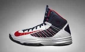 Je vous presente les hyperdunk 2012 et les chaussettes  des joueurs