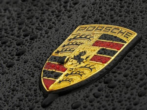 logo et voiture sympatique
