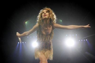 taylor speak now world  tour 2011 <3