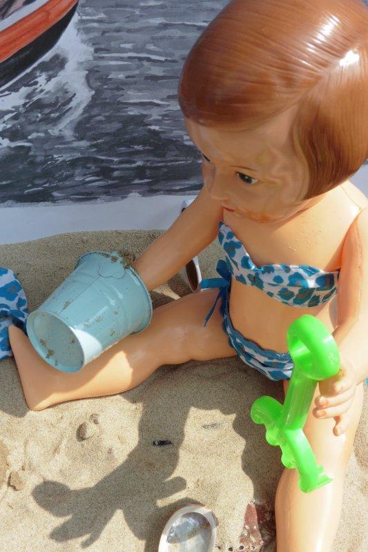 Jeanne-Lucie à la plage ....