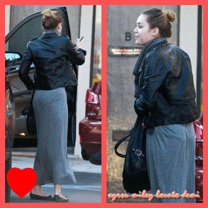 22.11.11 Miley Se Fait Enlever Un Tatouage , Los Angeles