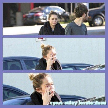 09.12.11 Miley Et Un Ami A Studio City