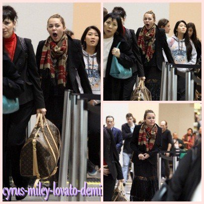 30.12.11 Miley & Lam à L'aéroport LAX , Los Angeles