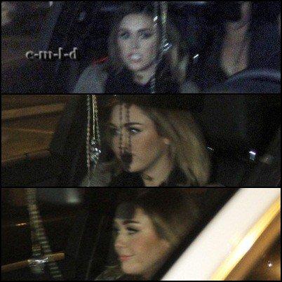 15.02.12 Miley quitte les studios de Jimmy Kimmel Show