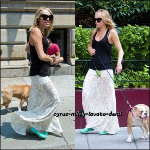 Le 18 juillet , Miley promène Ziggy , Philadelphie