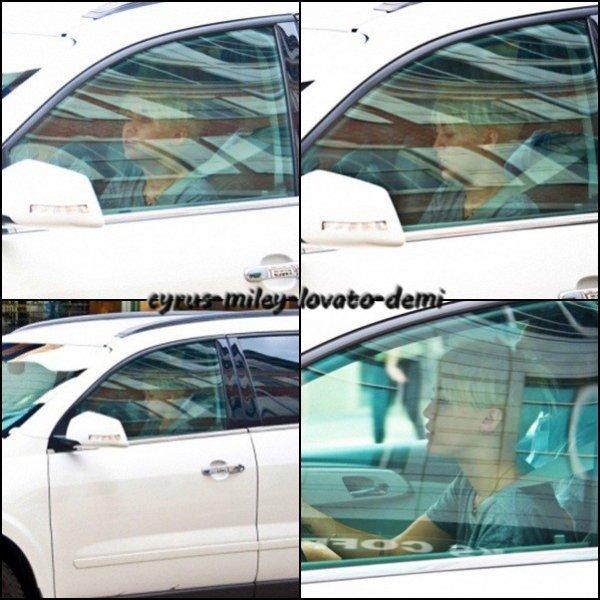 Miley & Cheyne Thomas en voiture , Philadelphie . Le 18 août .