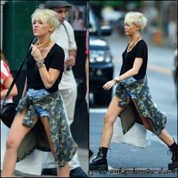 Le 23 août , Miley & Cheyne Thomas font du Shopping a NEW-YORK .