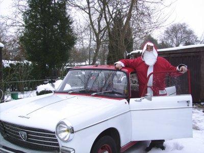 le père Noël en peugeot 404