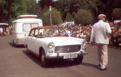 concours d'élegance en peugeot 404 et caravane eriba familia a gezaincourt 2004