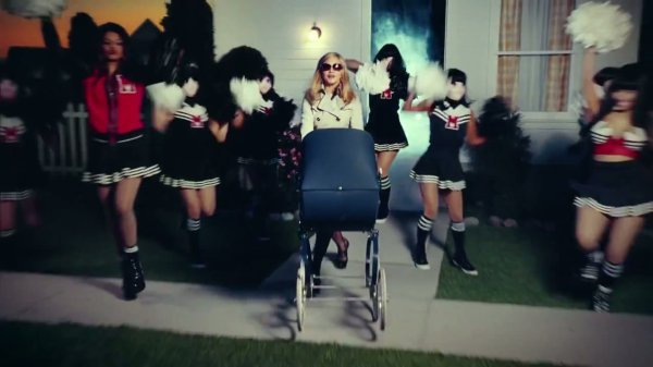 MADONNA feat MIA, NICKI MINAJ -Give Me All Your Luvin' (Clip)