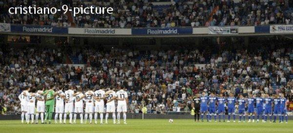 Real Madrid - Getafe 4-0. Composition : Adan - Arbeloa, Pepe, Carvalho, Marcelo - Xabi Alonso, Diarra - Di Maria, Ozil, Cristiano Ronaldo. Hier soir le Real n'a eu aucune pitié pour le Getafe FC qui est actuellement à la lutte pour le maintien. Cristiano a ouvert le score à la 24ème. CR7 a ensuite enfoncé l'adversaire du jour avec un deuxième but à la 58ème et sur pénalty en fin de match (90+2). Le français Karim Benzema s'est également illustré en marquant dès son arrivé sur le terrain en remplacement d'Higuain (77e). HALA MADRID.
