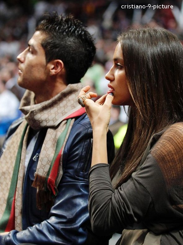Cristiano et Irina Shayk  pendant le match de basket Real Madrid - Barcelone