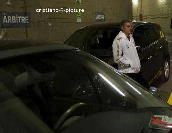 Hier soir le Real a frôlé la qualification en accrochant le Barça au Camp Nou ( 2-2 : Cristiano & Karim ). La tête haute, voilà comment nos madrilènes sont rentrés à Madrid. Auteurs d'un match exceptionnel ils ont été victime du score du match aller ( 1-2 à Bernabeu ). La belle prestation livrée hier soir sera à renouveler en Liga quand les merengues se déplaceront chez leur meilleur ennemi et en Ligue des Champions.
