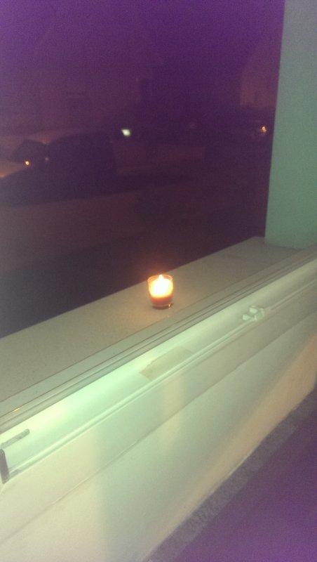 Une bougie en mémoire des victimes de l'attentat du 13 Novembre 2015