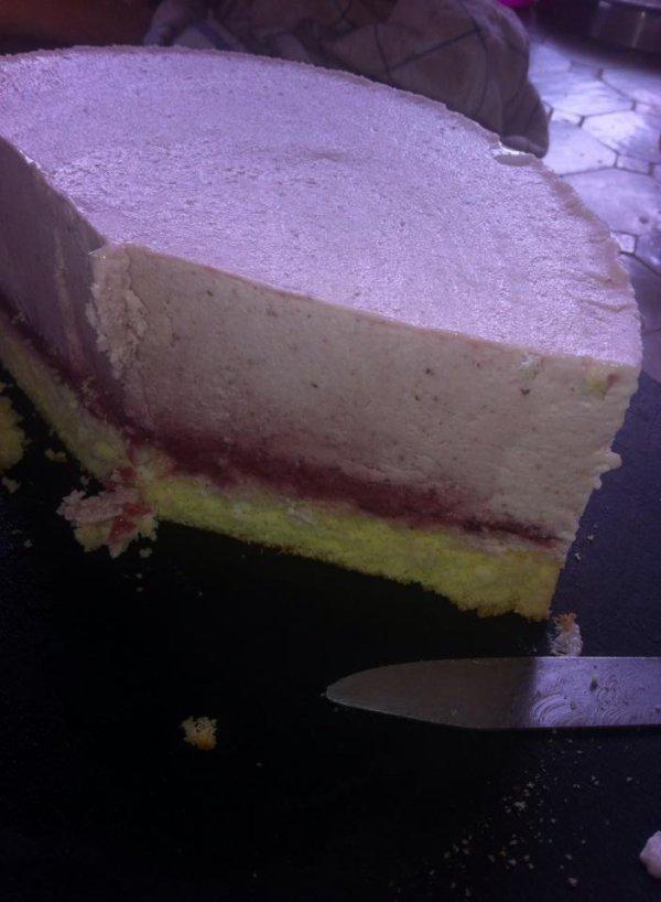 mon premier gâteau glacé fraise et coulis de framboise