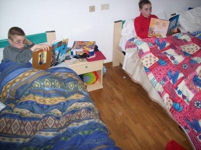 Ma vie debute au debut de mon age Je suis au lit a coter de mon 3 eme potes. J'en ai ke 3 ( Mike- Moi meme - Jerome D )