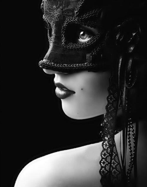 Nous portons tous ce même masque