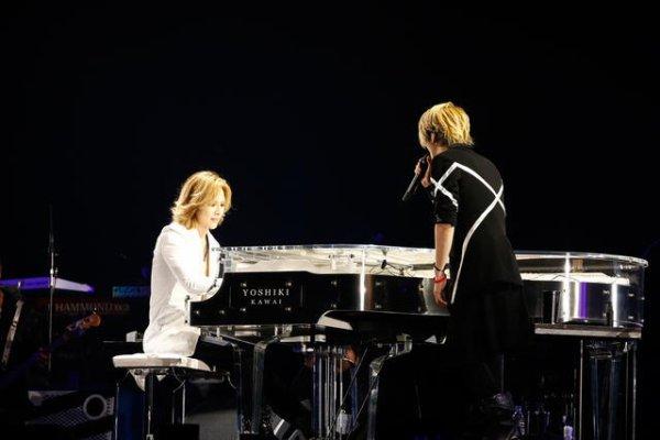 Yoshiki guest star de Glay  en concert