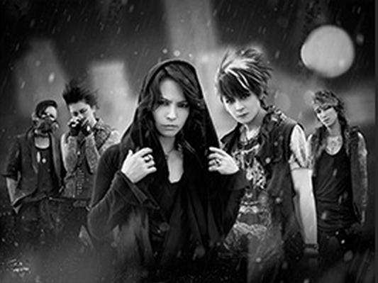 Japan Expo est heureux de révéler le nom de son invité d'honneur musique : après une tournée aux États-Unis, le groupe de J-rock VAMPS est à Japan Expo cet été pour des rencontres et dédicaces, et un showcase explosif le samedi !