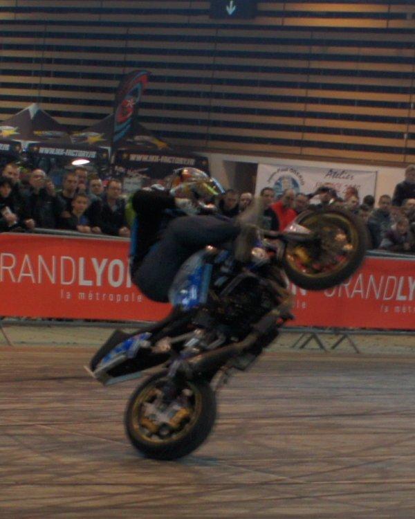 Des démonstrations de STUNT au salon de la moto