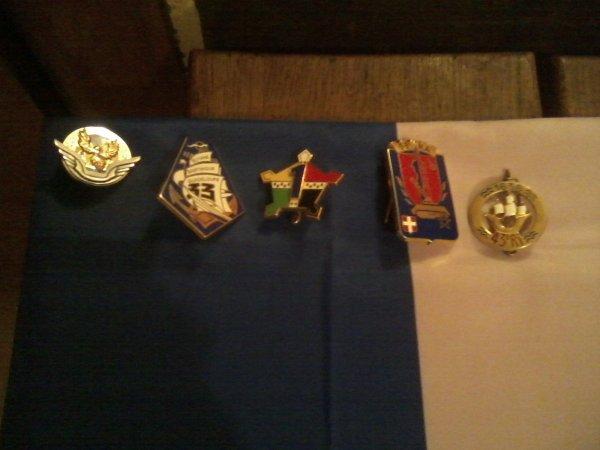 ma petit collection militaire des pucelles , des insigne de béret et etc.....