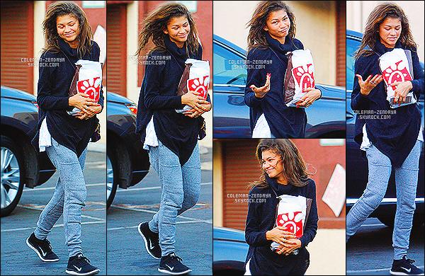 _ 15/10/2014 : Zendaya a été photographiée alors qu'elle arrivait au studios de danse pour Dancing With The Stars.