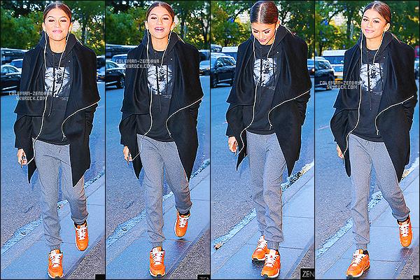 28/10/14 : Zendaya a été photographié alors qu'elle quittait les studios de « Good Day New York» à New York.  - Que pensez-vous de la tenue de notre chère Zendaya ? c'est un TOP ou bien FLOP. N'hésitez pas à me faire parvenir vos avis.