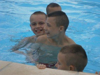 La piscine pour les fistons lol