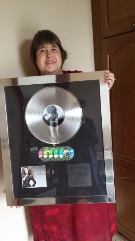Voici le trés beau cadeau , que Sonny Music ma offert .