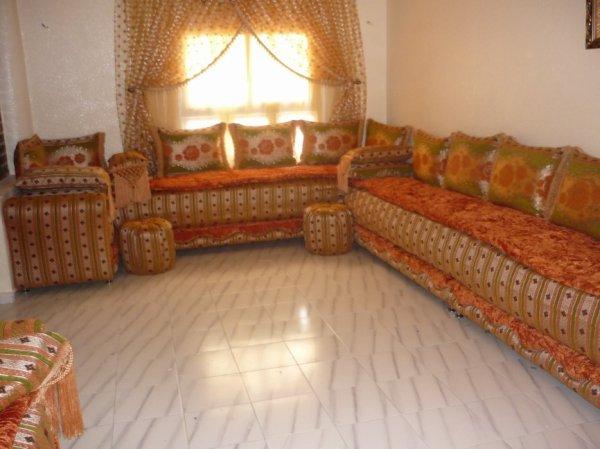 Salon marocain tapissier s42 salons marocains 2017 2018 salon marocain for Salon traditionnel marocain vert