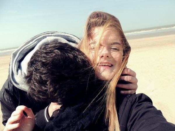 Moi j'adore les gens drôles, ils ont ce don de rendre les gens heureux. C'est exactement ce que tu fais, tu me rends heureuse.
