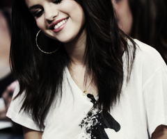 Le sourire que j'ai sur les lèvres  Cache la douleurs que j'ai sur le coeur ಌ
