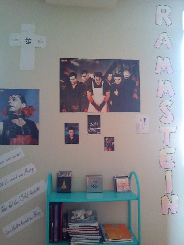 Parce que quand je me fais chier, je décors ma chambre!