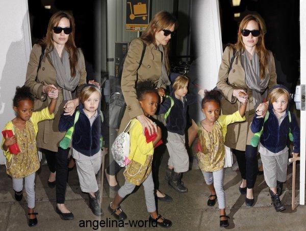« 18 Septembre 2010, Angelina a été apercu avec Shiloh & Zahara, a l'aéopot de Los Angeles.