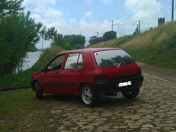 mon anciene Clio vu de derrière