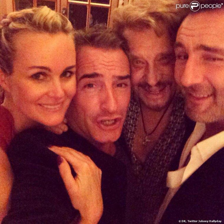 Laeticia et Johnny Hallyday fêtent le Nouvel An avec Jean Dujardin et Gilles Lellouche à Gstaadt le 31 décembre 2013.