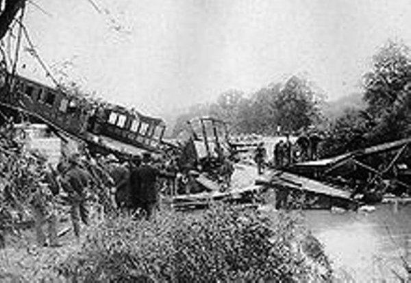 La catastrophe de Luttre, en 1974: 18 morts au plus chaud de l'été ... www.lalibre.be › Actu › Belgique  o o 16 févr. 2010 - Le 15 août 1974, au plus chaud de l'été, une rame de quatre wagons part de Charleroi-Sud à 18 ...