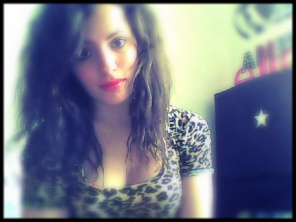 Eh oui je suis ce genre de fille qui aime se prendre en photos ..:)<3