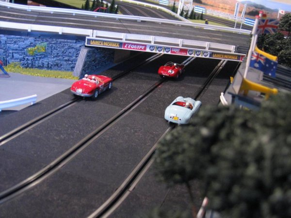RED LABEL - Scalextric 124