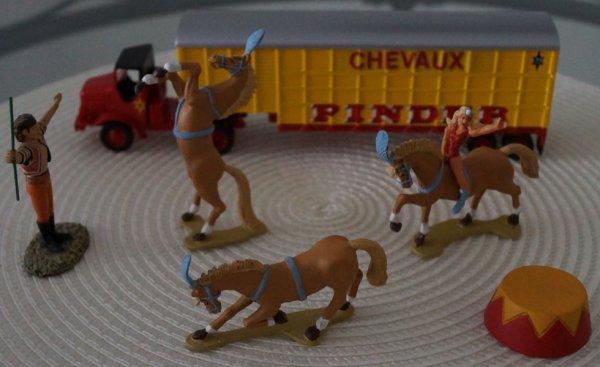 Camion Marmon transport de chevaux .