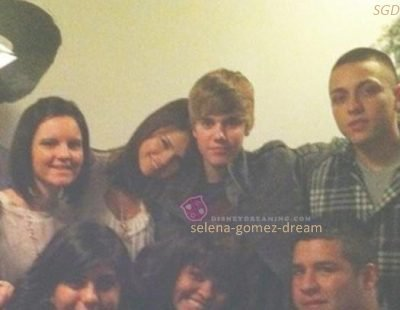 Selena & Justin ont passer thansgiving ensemble.