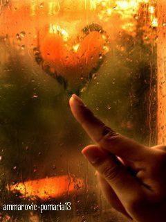 Ne doute pas de moi ...  Si tu doutes encore de moi Demande au vent qui souffle Combien je lui parle de toi Combien ton absence m'étouffe. Si tu ne sais combien je t'aime Écoute l'oiseau qui chante Il te racontera toute ma peine Et mes pleurs, tant tu me manques. Si tu n'imagines pas mes pensées, Interroge donc le soleil, Pour toi je lui ai demandé de briller Pour que je sois encore plus belle. Va voir, au bout du jardin, l'eau Je lui ai confié mes caresses Elle te les déposera sur ta peau Si dans son onde ta main paresse. Si tu ne crois à mon désespoir Entends la pluie marteler ta cour Elle te chante, alors que tombe le soir, Toute l'ampleur de mon amour. Si tu ne perçois ma détresse Vois la profondeur de la nuit Elle mesure sans maladresse L'immense abîme de ma vie. $)