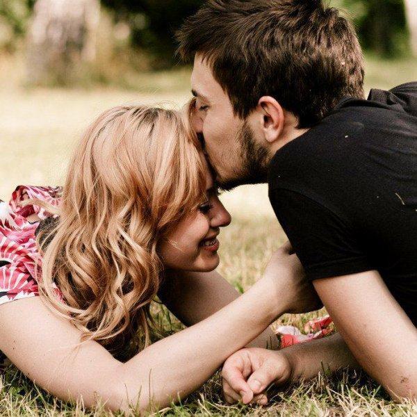 l'amour rend le sourire au lèvre.réjouie la vie.on ressent que la chance est de notre coté.et que notre c½ur chavire. dany♥