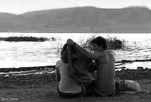 *Ce soir, avant que tombe la pluie Sur le feu qui nous unit Laissons-nous rêver encore une nuit  *Ce soir, avant que demain ne vienne Et que le doute nous prenne Pendant qu'il nous reste encore une vie  *Ce soir, comme si c'était mon dernier pas Ce soir, j'avancerai vers toi Sans attendre un seul instant Sans attendre que le vent nous emmène  *Pour s'emparer du moment Pour continuer le parcours Parce qu'il nous reste le temps Parce qu'il nous reste l'amour  *Ce soir, avant que le temps nous prenne Avant que ce jour ne vienne Laisse-moi t'aimer encore et encore