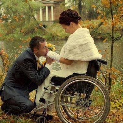 il lui a épousé malgré son handicape !   • 1 J'aime = 1 Respect !