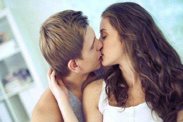 J'aimerais bien trouver le vrai amour  Celui qui me ferait vibrer pour toujours  Un amour vrai qui marquera les couloirs de ma mémoire