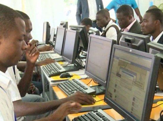CÔTE D'IVOIRE  L'étau se resserre sur les brouteurs d'Abidjan video Côte d'Ivoire cybercriminalité Internet
