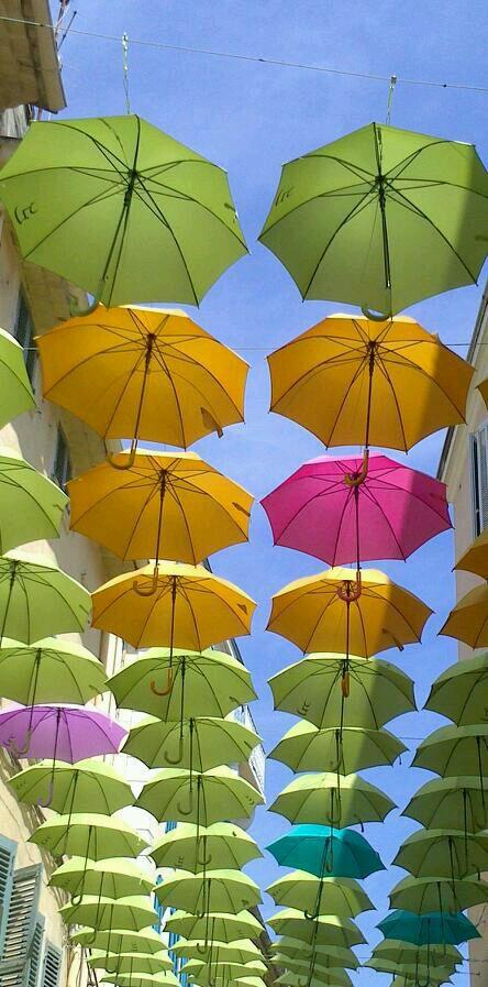 Les parapluies a la seyne sur mer