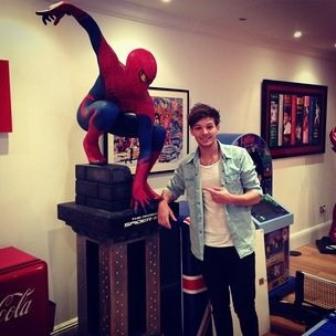 louis avec spiderman