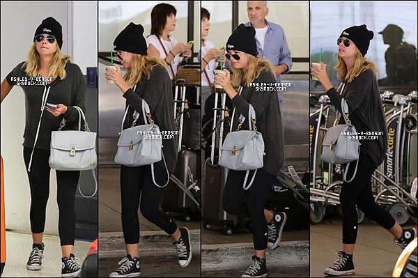 CANDIDS : O8/07/13 : Ashley est de retour à LA . Le 09/07/13 : Ashley se rend au restaurant avec des amis